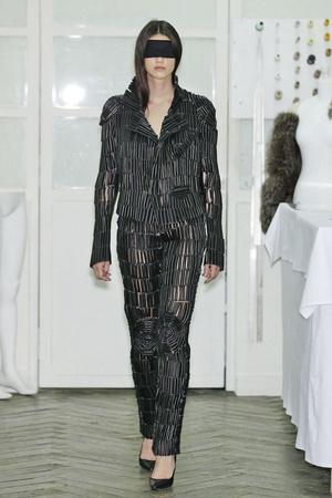 Показ Maison Martin Margiela коллекции сезона Весна-лето 2011 года haute couture - www.elle.ru - Подиум - фото 218650