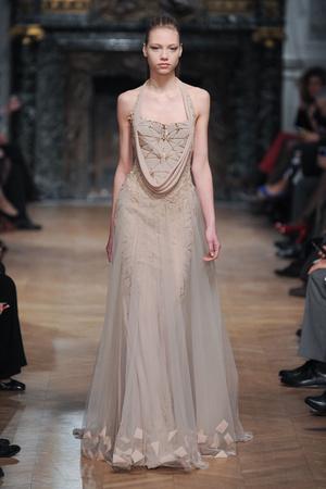 Показ Tony Ward коллекции сезона Весна-лето 2014 года haute couture - www.elle.ru - Подиум - фото 574405