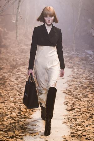 Показ Off-White коллекции сезона Осень-зима 2017-2018 года Prêt-à-porter - www.elle.ru - Подиум - фото 620786