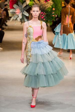 Показ Viktor & Rolf коллекции сезона Весна-лето  2017 года Haute couture - www.elle.ru - Подиум - фото 616825