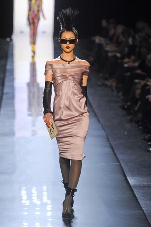 Показ Jean Paul Gaultier коллекции сезона Весна-лето 2011 года Haute couture - www.elle.ru - Подиум - фото 217253