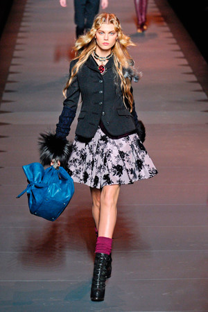 Показ Christian Dior коллекции сезона Осень-зима 2011-2012 года prêt-à-porter - www.elle.ru - Подиум - фото 252108