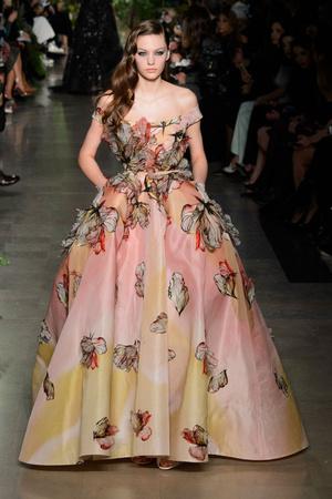 Показ Elie Saab коллекции сезона Весна-лето 2015 года haute couture - www.elle.ru - Подиум - фото 593080