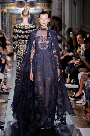 Показ Valentino коллекции сезона Осень-зима 2012-2013 года Haute couture - www.elle.ru - Подиум - фото 404940