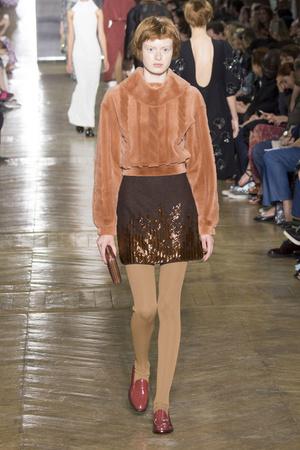 Показ Ulyana Sergeenko коллекции сезона Осень-зима 2016-2017 года Haute couture - www.elle.ru - Подиум - фото 606874