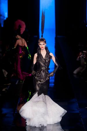 Показ Jean Paul Gaultier коллекции сезона Весна-лето 2014 года Haute couture - www.elle.ru - Подиум - фото 575199