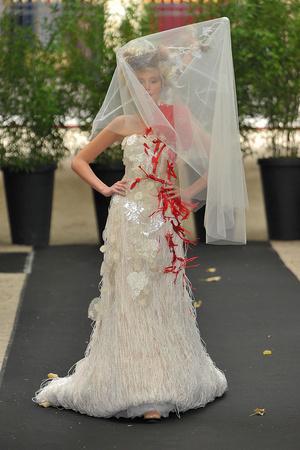 Показ On Aura Tout Vu коллекции сезона Осень-зима 2009-2010 года haute couture - www.elle.ru - Подиум - фото 88228