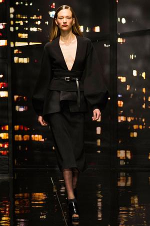 Показ Donna Karan New York коллекции сезона Осень-зима 2015-2016 года prêt-à-porter - www.elle.ru - Подиум - фото 593902