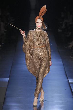 Показ Jean Paul Gaultier коллекции сезона Осень-зима 2010-2011 года Haute couture - www.elle.ru - Подиум - фото 168540
