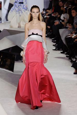 Показ Giambattista Valli коллекции сезона Весна-лето 2014 года Haute couture - www.elle.ru - Подиум - фото 574299