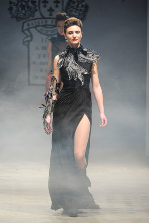 Показ On Aura Tout Vu коллекции сезона Весна-лето 2012 года Haute couture - www.elle.ru - Подиум - фото 332395