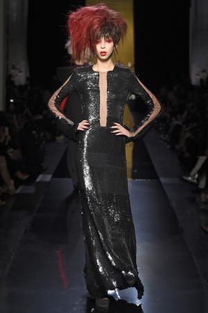 Показ Jean Paul Gaultier коллекции сезона Осень-зима 2014-2015 года haute couture - www.elle.ru - Подиум - фото 585029