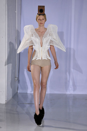 Показ  коллекции сезона Осень-зима 2011-2012 года Haute couture - www.elle.ru - Подиум - фото 276984
