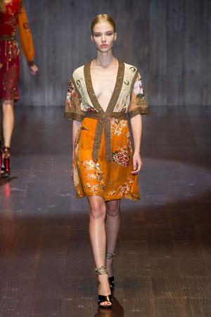 Показ Gucci коллекции сезона Весна-лето 2015 года prêt-à-porter - www.elle.ru - Подиум - фото 588732