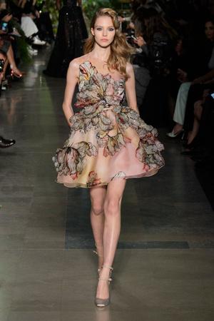 Показ Elie Saab коллекции сезона Весна-лето 2015 года haute couture - www.elle.ru - Подиум - фото 593073
