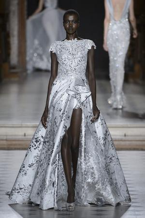 Показ Tony Ward коллекции сезона Осень-зима 2015-2016 года Haute couture - www.elle.ru - Подиум - фото 597538