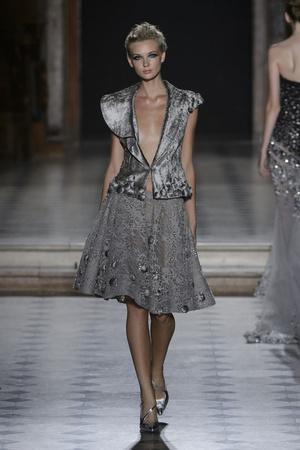 Показ Tony Ward коллекции сезона Осень-зима 2015-2016 года Haute couture - www.elle.ru - Подиум - фото 597535