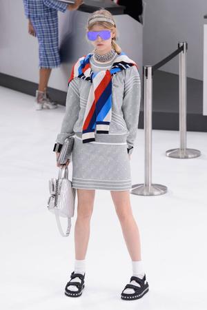 Показ Chanel коллекции сезона Весна-лето  2016 года prêt-à-porter - www.elle.ru - Подиум - фото 602262