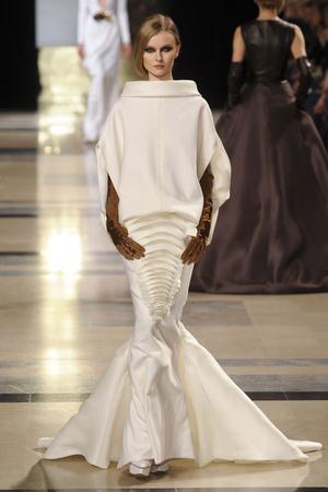 Показ Stephane Rolland коллекции сезона Весна-лето 2011 года Haute couture - www.elle.ru - Подиум - фото 215989