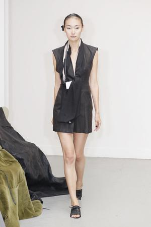 Показ Atelier Gustavo Lins коллекции сезона Осень-зима 2010-2011 года Haute couture - www.elle.ru - Подиум - фото 167270