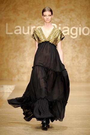 Показ Laura Biagiotti коллекции сезона Осень-зима 2011-2012 года prêt-à-porter - www.elle.ru - Подиум - фото 246904