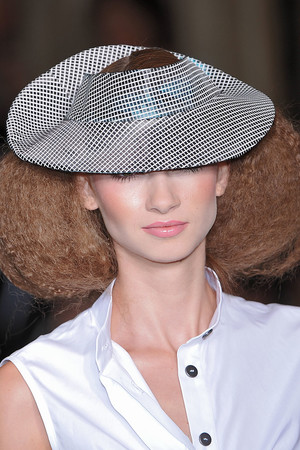 Показ Lefranc Ferrant коллекции сезона Осень-зима 2009-2010 года haute couture - www.elle.ru - Подиум - фото 88110