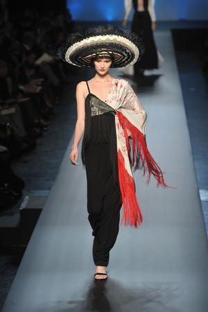 Показ Jean Paul Gaultier коллекции сезона Весна-лето 2010 года Haute couture - www.elle.ru - Подиум - фото 139009
