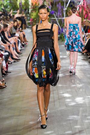 Показ Christian Dior коллекции сезона Весна-лето 2014 года prêt-à-porter - www.elle.ru - Подиум - фото 568352