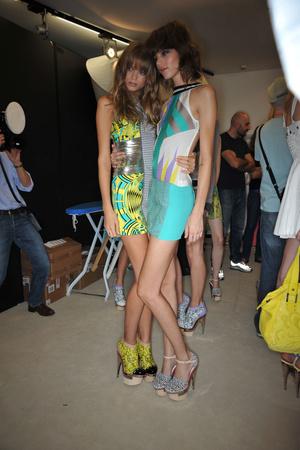 Показ Versace коллекции сезона Весна-лето 2010 года prêt-à-porter - www.elle.ru - Подиум - фото 117620