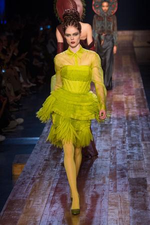 Показ Jean Paul Gaultier коллекции сезона Осень-зима 2016-2017 года haute couture - www.elle.ru - Подиум - фото 607275