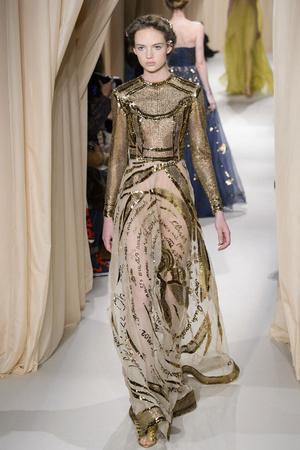 Показ Valentino коллекции сезона Весна-лето 2015 года haute couture - www.elle.ru - Подиум - фото 593296