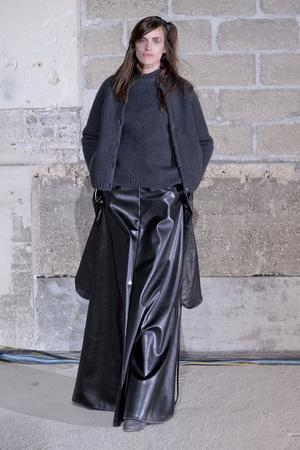 Показ Maison Martin Margiela коллекции сезона Осень-зима 2011-2012 года prêt-à-porter - www.elle.ru - Подиум - фото 252074