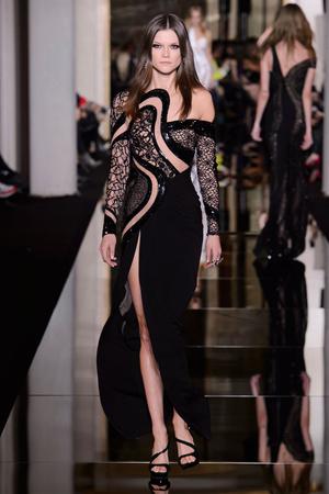Показ Versace Haute Couture коллекции сезона Весна-лето 2015 года haute couture - www.elle.ru - Подиум - фото 592876