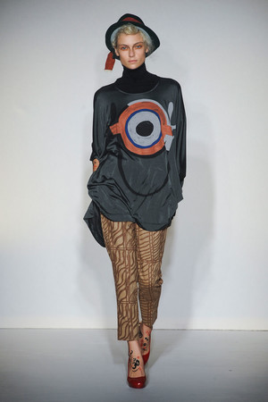Показ Vivienne Westwood Red Label коллекции сезона Осень-зима 2012-2013 года Prêt-à-porter - www.elle.ru - Подиум - фото 354837