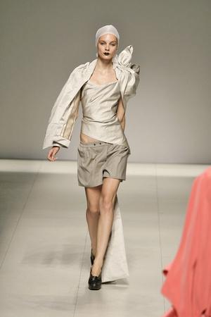 Показ Vivienne Westwood коллекции сезона Весна-лето 2009 года prêt-à-porter - www.elle.ru - Подиум - фото 85890