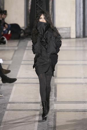 Показ Vivienne Westwood коллекции сезона Осень-зима 2009-2010 года prêt-à-porter - www.elle.ru - Подиум - фото 100123
