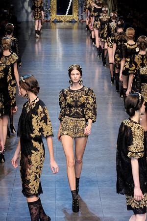 Показ Dolce & Gabbana коллекции сезона Осень-зима 2012-2013 года Prêt-à-porter - www.elle.ru - Подиум - фото 367861