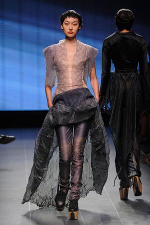 Показ Julien Fournie коллекции сезона Осень-зима 2011-2012 года Haute couture - www.elle.ru - Подиум - фото 278576