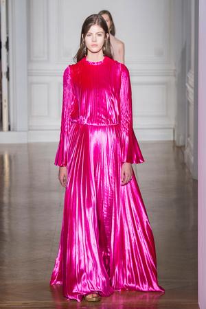 Показ Valentino коллекции сезона Весна-лето  2017 года Haute couture - www.elle.ru - Подиум - фото 616684