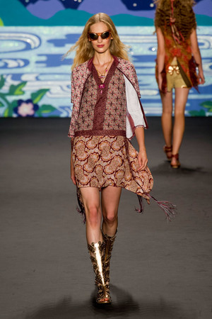 Показ Anna Sui коллекции сезона Весна-лето 2014 года Prêt-à-porter - www.elle.ru - Подиум - фото 562294