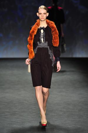Показ Vivienne Tam коллекции сезона Осень-зима 2014-2015 года prêt-à-porter - www.elle.ru - Подиум - фото 577075