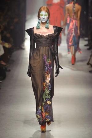Показ Vivienne Westwood коллекции сезона Осень-зима 2013-2014 года Prêt-à-porter - www.elle.ru - Подиум - фото 537644