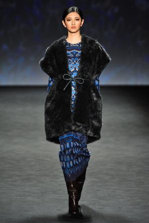 Показ Vivienne Tam коллекции сезона Осень-зима 2014-2015 года prêt-à-porter - www.elle.ru - Подиум - фото 577065