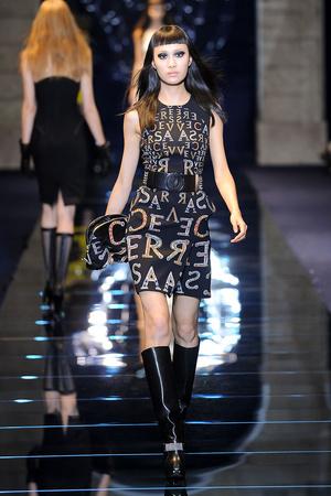 Показ Versace коллекции сезона Осень-зима 2012-2013 года Prêt-à-porter - www.elle.ru - Подиум - фото 363679