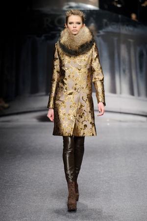 Показ Laura Biagiotti коллекции сезона Осень-зима 2013-2014 года Prêt-à-porter - www.elle.ru - Подиум - фото 524929