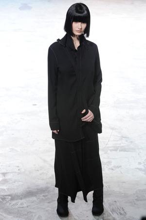 Показ Yohji Yamamoto коллекции сезона Осень-зима 2013-2014 года Prêt-à-porter - www.elle.ru - Подиум - фото 537287