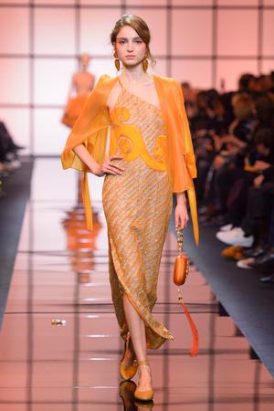 Показ Giorgio Armani Privé коллекции сезона Весна  2017 года Haute couture - www.elle.ru - Подиум - фото 616470