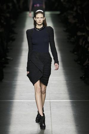 Показ Givenchy коллекции сезона Осень-зима 2009-2010 года prêt-à-porter - www.elle.ru - Подиум - фото 98455