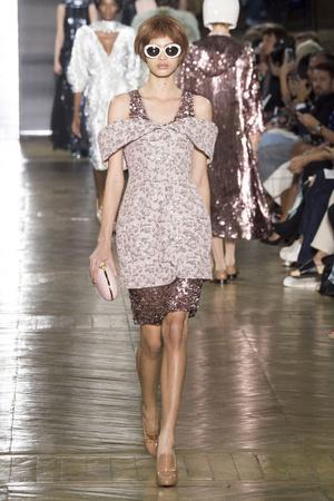 Показ Ulyana Sergeenko коллекции сезона Осень-зима 2016-2017 года Haute couture - www.elle.ru - Подиум - фото 606881