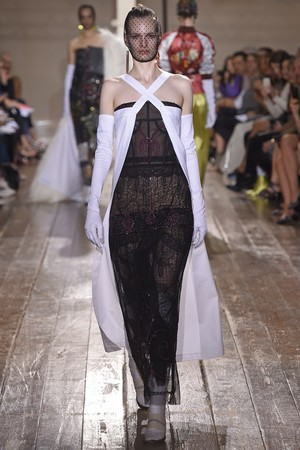 Показ Maison Martin Margiela коллекции сезона Осень-зима 2014-2015 года haute couture - www.elle.ru - Подиум - фото 585102